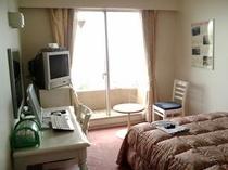 海の見えるお部屋で、ゆっくりお過ごし下さい〈海側客室一例)