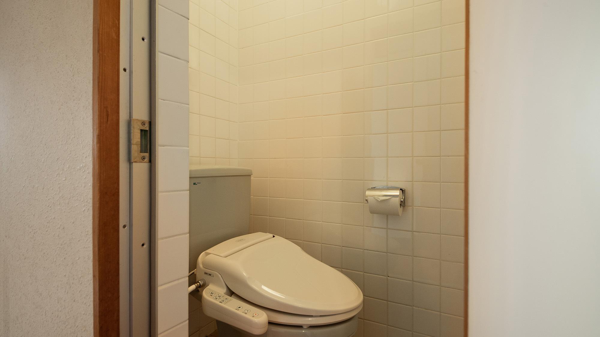 *トイレはウォシュレット付きでございます。