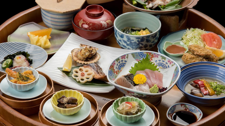 *旬の食材を使用するため、季節ごとにお料理内容が変更となります。