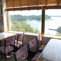 レストランは的矢湾を眺めながら