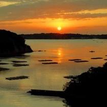 的矢湾に沈む夕陽