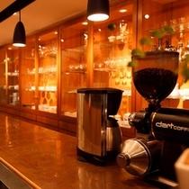 【レストラン】おいしいコーヒーをご用意いたします。おひとりさまでもごゆっくりどうぞ。
