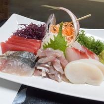 *夕食一例/大漁磯盛りのお刺身はどれも新鮮!