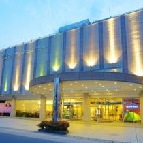 【外観】素晴らしい眺望と、自然、清流・四万十川のほとりのホテル。