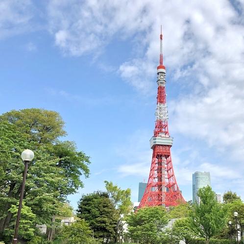 東京タワーと緑豊かな芝公園