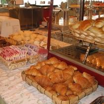 朝食バイキング一例(パン)