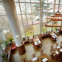 レストラン全景~2階より