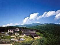 四阿山とホテル