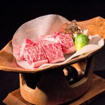 信州産牛の陶板焼きミニステーキ