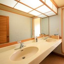 【温泉展望風呂付客室】洗面ブースも2名様分ご用意