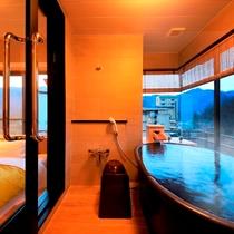 【温泉展望風呂付客室】展望風呂とベッドルーム