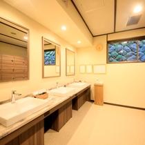 【男性大浴場】脱衣スペース