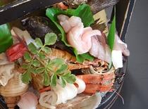 活け造り桶盛りボタン海老・帆立・魚介類1