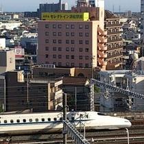 名古屋方面向き新幹線とホテル