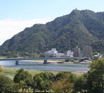 【清流長良川と金華山】