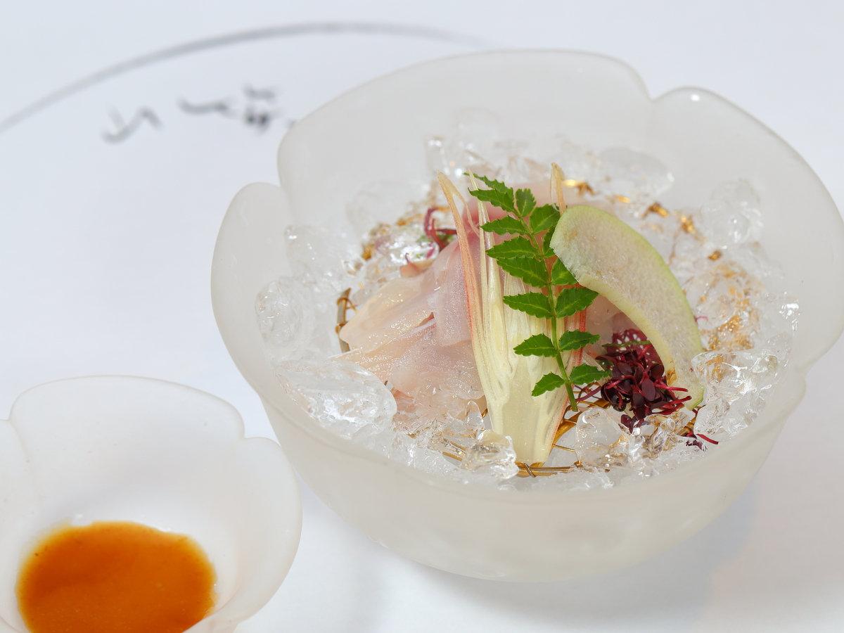 長生館名物「鯉のあらい」は当館のソウルフード。しゃきっとした歯応え、酢味噌でどうぞ♪