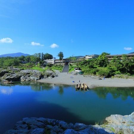 【外観】長瀞渓谷と岩畳を望む長生館