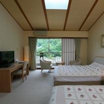 2階ツインベッド洋室