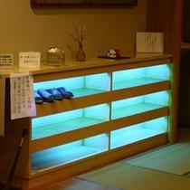 下足箱には殺菌灯がございます