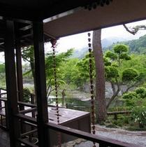 【館内】囲炉里庵からも川の景色が眺められる