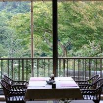 【レストラン岩ざくら】ご昼食のみもしておりますので、癒しの眺めをご覧いただきながらお昼をどうぞ