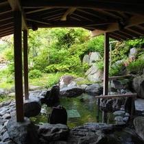 【男性浴場】露天風呂は岩風呂です