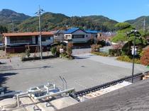【施設・駐車場】当館の駐車場は計50台ほど停められますのでお車でも安心です。