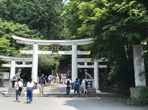 三峯神社の鳥居は国内にも数箇所しかない三ツ鳥居。
