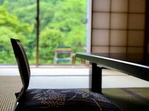 お部屋はのんびりできる環境。何もしないという贅沢なひとときを過ごせますよ。