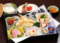 【ランチ】「岩ざくら御膳」のほか天ざるそば御膳や長生御膳など、いくつかのメニューがあります。