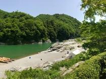 当館より望む長瀞渓谷・岩畳パノラマ(春・右)