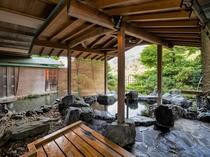 男性露天風呂から。ここからも渓谷の風景も眺められる、ただの露天風呂ではありません!