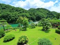 パノラマに広がる長瀞渓谷。当館自慢の眺望をお楽しみください。