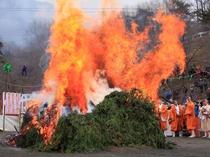【3月】宝登山麓の「不動寺」でおこなわれます。秩父地方の信仰行事「火祭祈願」の再興です。
