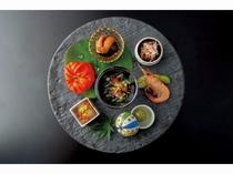 日本料理 錦 の一品『季節の口取り肴』です。