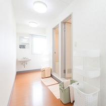 2階フロアー(ファミリー、グループタイプのお部屋の女性用2バスルーム)