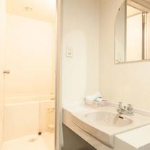 ツイン和室のバス、洗面スペース
