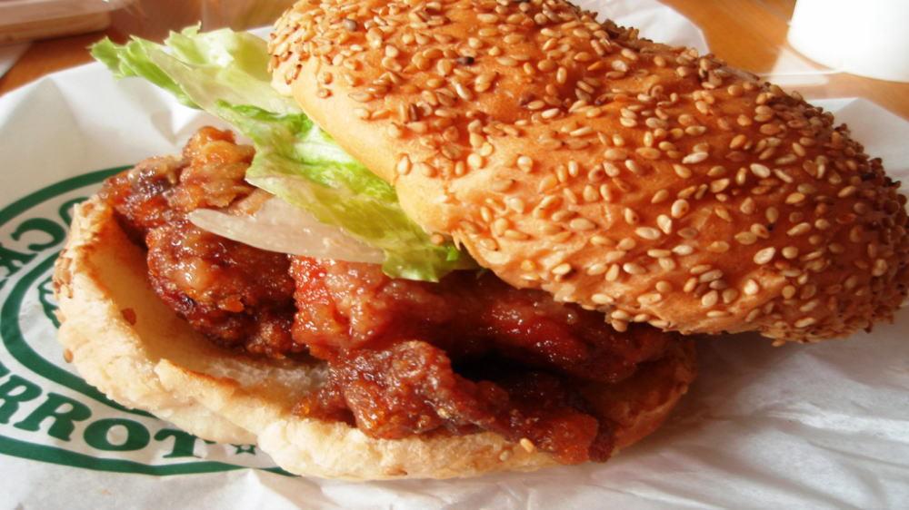 チャイニーズチキンバーガー(ラッキーピエロ一番人気メニュー)