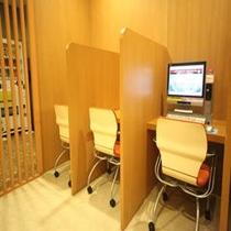 PCコーナー(C館1F)有線LAN・無線LAN共有エリアです。