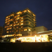 ホテル全景(夜)