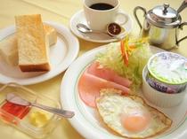 【朝食】トーストとハムエッグの洋朝食