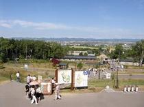 【旭山動物園】東門から入場すると動物園の全景が見渡せます。