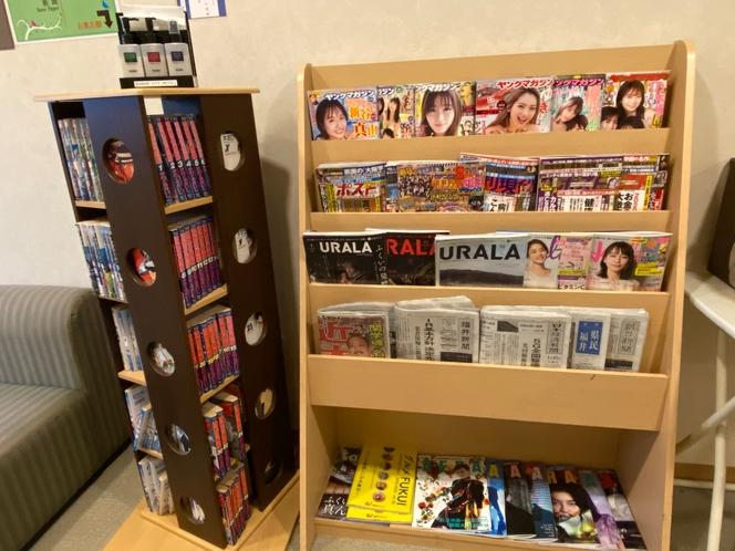 4階廊下 漫画・新聞・雑誌