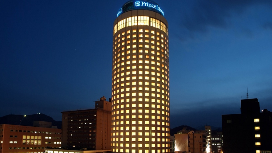 夜の札幌プリンスホテル外観