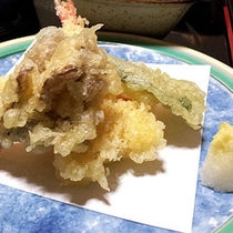 *夕食一例/からっと揚げた天麩羅を、さくっとご賞味ください。