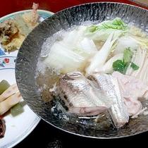 *夕食一例/ハタハタ鍋。秋田県の名物のひとつ。