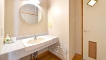 *和室(客室一例)/ゆったり広々とした洗面スペース。