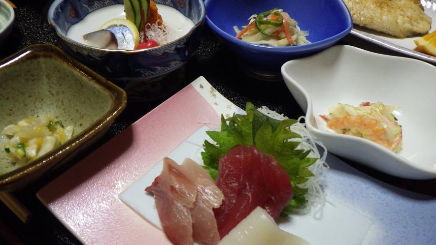 *夕食一例/お刺身は鮮度抜群!ご飯も思わず進んでしまいます。