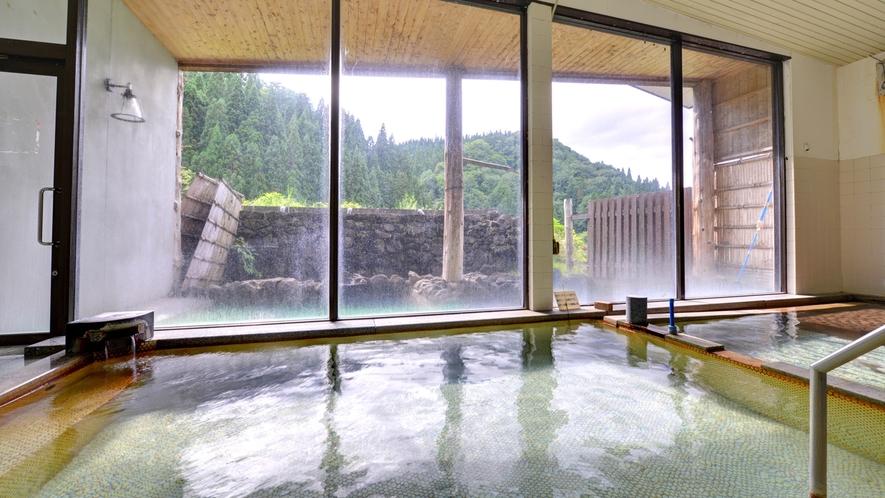 *新館大浴場/肌にスーッと馴染むやわらかな天然温泉はお肌をすべすべにしてくれます。