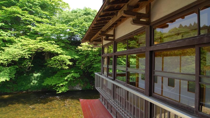本館3階から川を望む